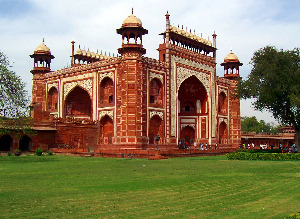 Cheap flights from London United Kingdom  to Delhi - India for only 329 EUR roundtrip.