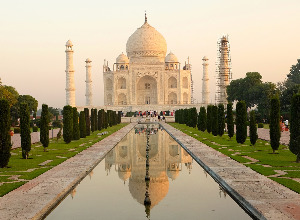 Cheap flights from Paris France  to Delhi - India for only 324 EUR roundtrip.