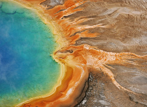 Cheap flights from Vienna Austria to Yellowstone national park - United States for only 325 EUR roundtrip.